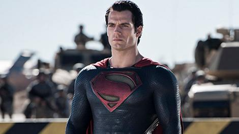 henry-cavill-stands-tall-in-new-man-of-steel-image_asdo-_0