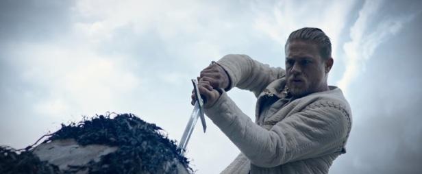 Le Roi Arthur trailer 03 hunnam